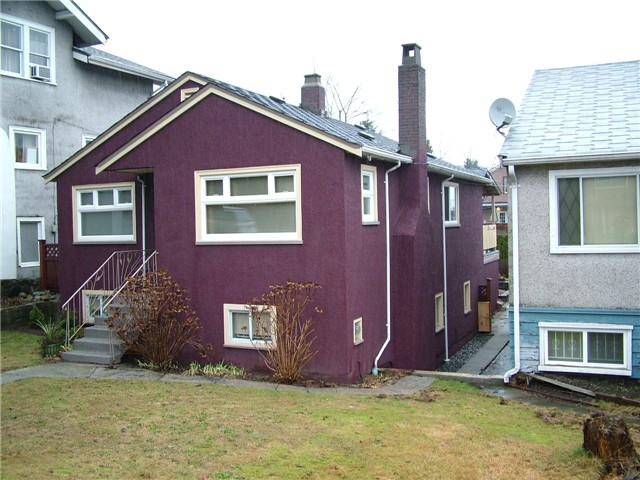 Main Photo: 927 E 12TH Avenue in Vancouver: Mount Pleasant VE House for sale (Vancouver East)  : MLS®# V1042338