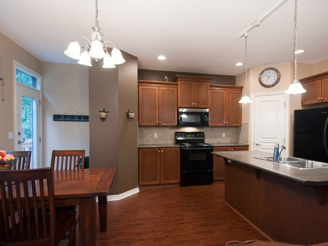 Photo 3: 24282 100B AV in Maple Ridge: Albion House for sale : MLS(r) # V1044792