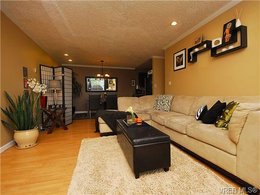 Photo 3: 314 3225 Eldon Place in VICTORIA: SW Rudd Park Condo Apartment for sale (Saanich West)  : MLS® # 343435