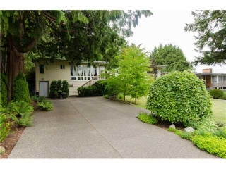 "Main Photo: 239 54TH Street in Tsawwassen: Pebble Hill House for sale in ""PEBBLE HILL"" : MLS® # V1130952"