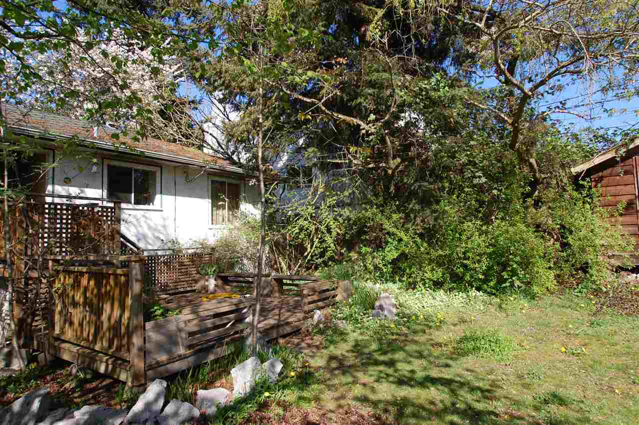 Photo 5: 231 W 19TH Street in North Vancouver: Central Lonsdale House for sale : MLS® # R2053836