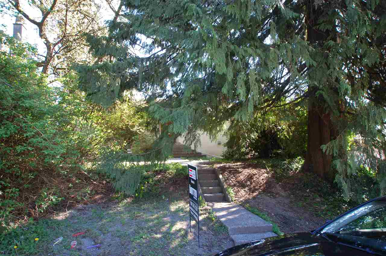 Photo 3: 231 W 19TH Street in North Vancouver: Central Lonsdale House for sale : MLS® # R2053836