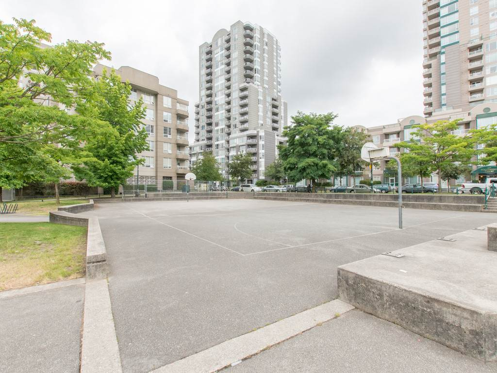 "Photo 17: 306 3463 CROWLEY Drive in Vancouver: Collingwood VE Condo for sale in ""THE MACGREGOR"" (Vancouver East)  : MLS(r) # R2092573"