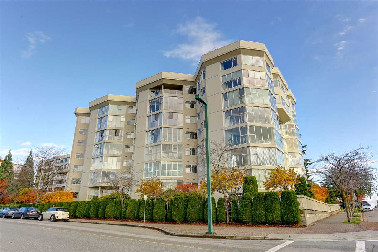 "Main Photo: 415 1442 FOSTER Street: White Rock Condo for sale in ""WHITE ROCK SQUARE 2"" (South Surrey White Rock)  : MLS®# R2112988"
