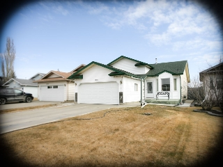 Main Photo:  in Edmonton: Zone 27 House for sale : MLS(r) # E4058953