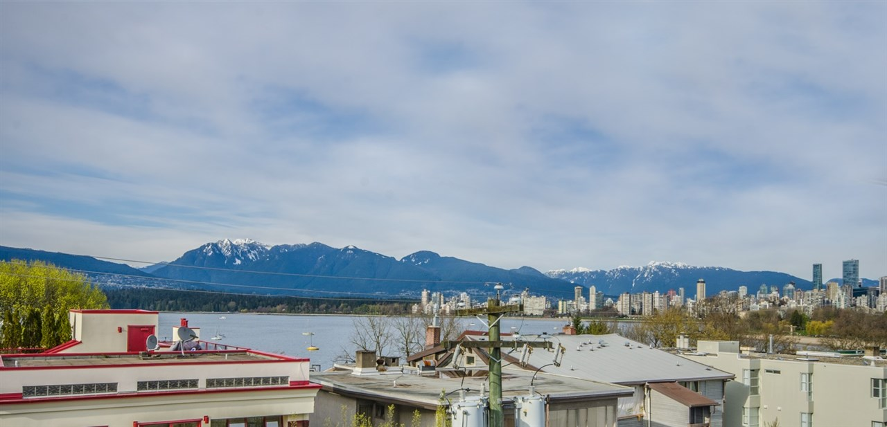 "Main Photo: 306 2469 CORNWALL Avenue in Vancouver: Kitsilano Condo for sale in ""Dorset House"" (Vancouver West)  : MLS(r) # R2156687"