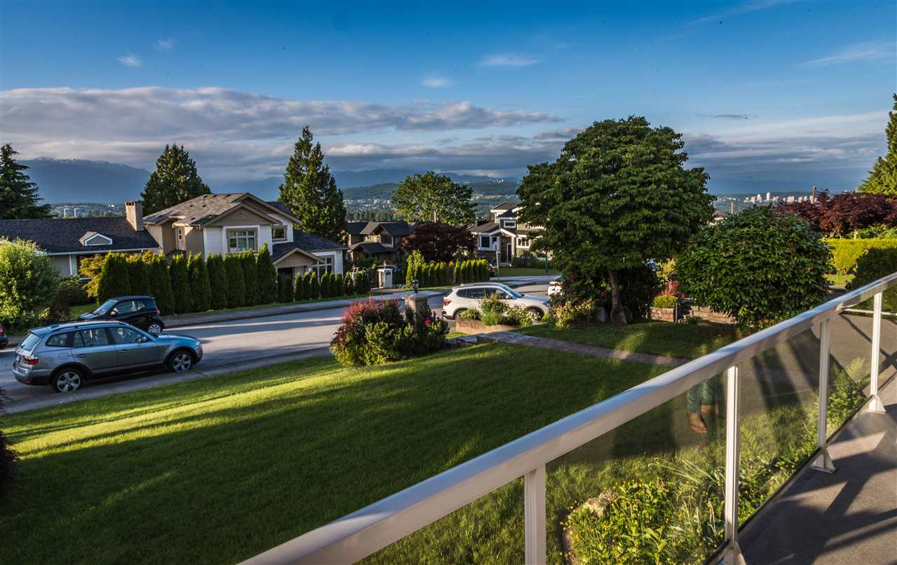 Photo 8: 4980 GRAFTON Street in Burnaby: Forest Glen BS House for sale (Burnaby South)  : MLS(r) # R2178098