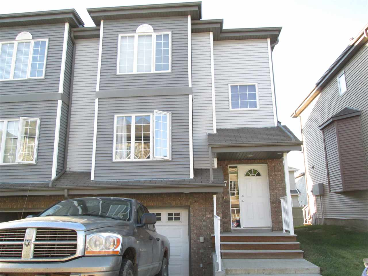 Main Photo: 17 5102 30 Avenue: Beaumont Townhouse for sale : MLS® # E4071713
