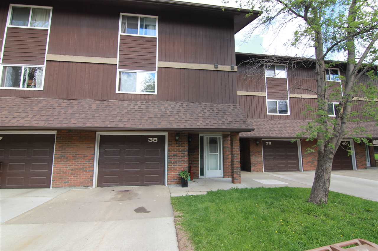 Main Photo: 38 Glaewyn Estates: St. Albert Townhouse for sale : MLS(r) # E4072106