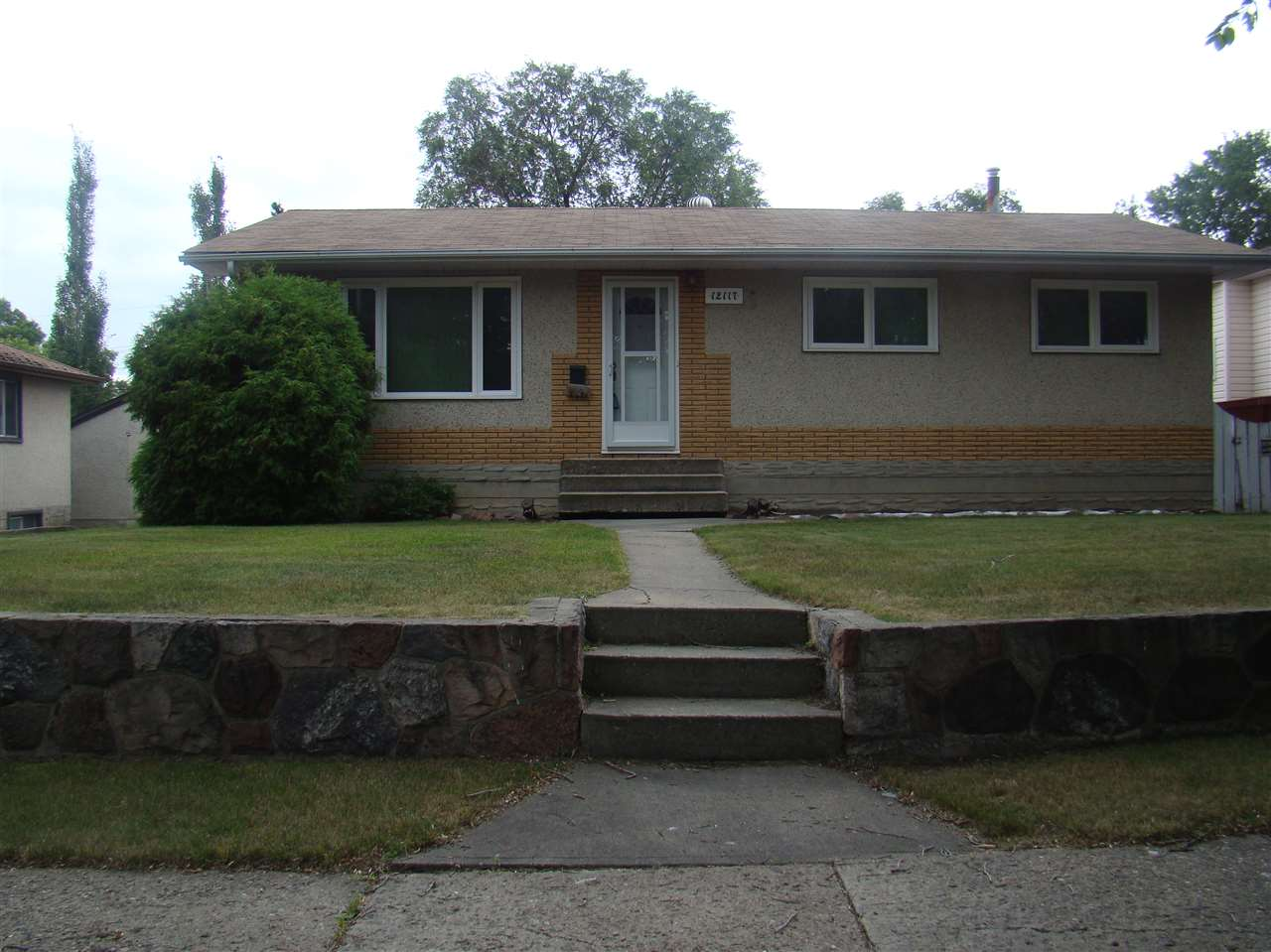 Main Photo: 12117 40 Street in Edmonton: Zone 23 House for sale : MLS(r) # E4073605