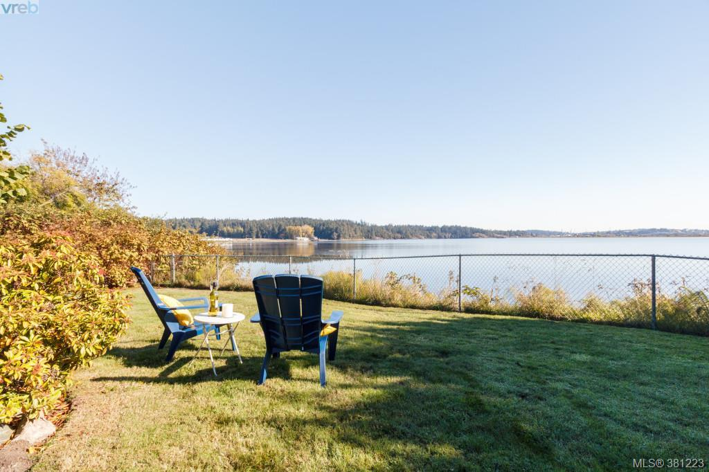 Main Photo: 230 Portsmouth Drive in VICTORIA: Co Lagoon Single Family Detached for sale (Colwood)  : MLS® # 381223