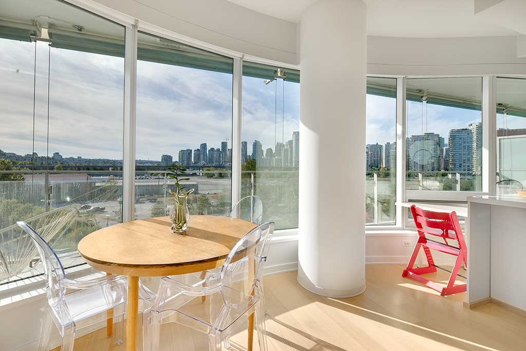 "Photo 6: 605 181 W 1ST Avenue in Vancouver: False Creek Condo for sale in ""BROOK"" (Vancouver West)  : MLS® # R2204910"