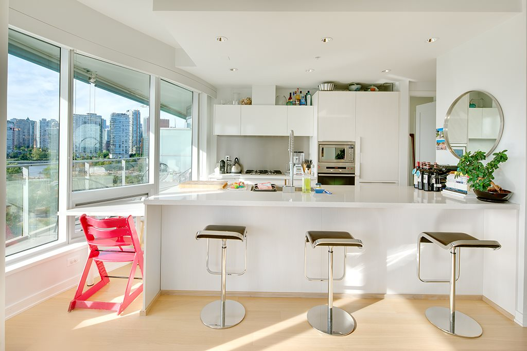 "Photo 10: 605 181 W 1ST Avenue in Vancouver: False Creek Condo for sale in ""BROOK"" (Vancouver West)  : MLS® # R2204910"