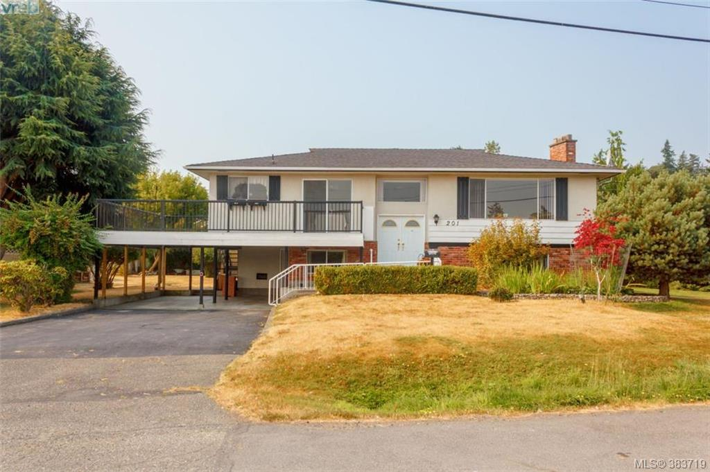 Main Photo: 201 Goldfinch Road in VICTORIA: Co Lagoon Single Family Detached for sale (Colwood)  : MLS® # 383719
