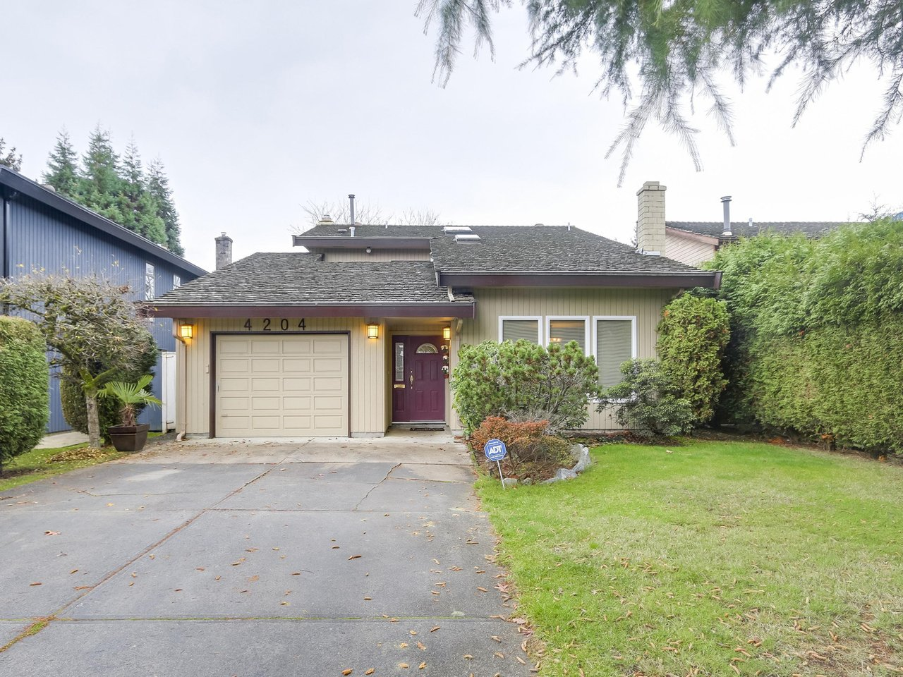 Main Photo: 4204 CRAIGFLOWER Drive in Richmond: Boyd Park House for sale : MLS® # R2224042