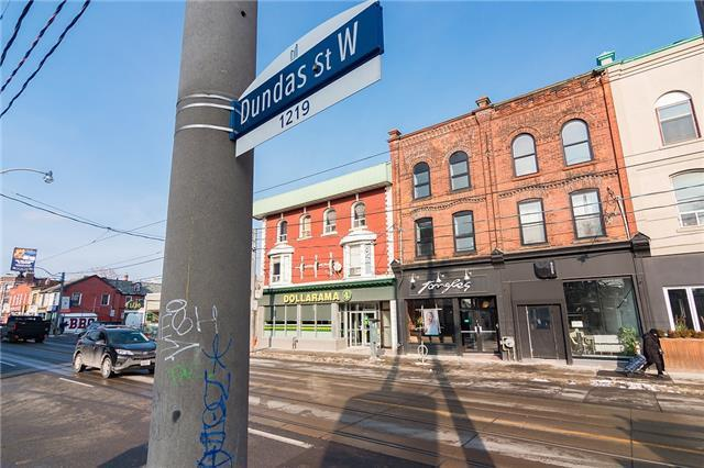 Main Photo: 2nd Flr 1216 W Dundas Street in Toronto: Trinity-Bellwoods House (3-Storey) for lease (Toronto C01)  : MLS® # C4026661