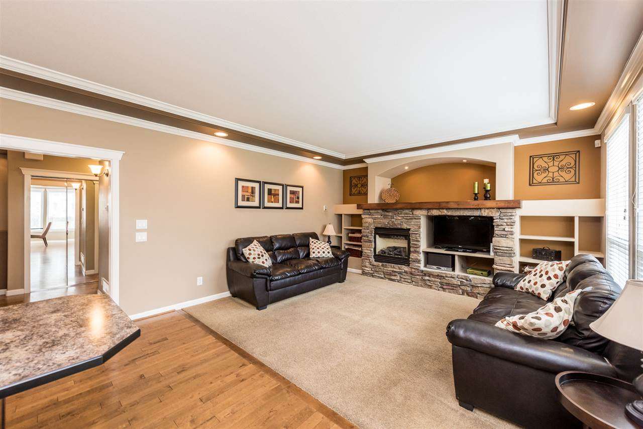 "Photo 10: Photos: 8338 209 Street in Langley: Willoughby Heights House for sale in ""UPLANDS"" : MLS® # R2245024"