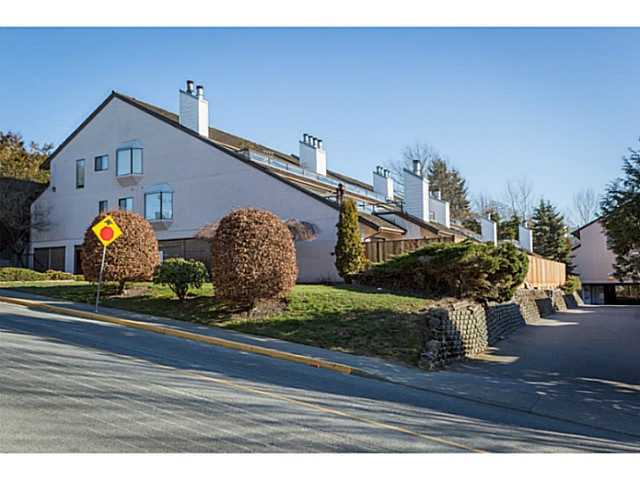 "Main Photo: 204 11724 225TH Street in Maple Ridge: East Central Townhouse for sale in ""ROYAL TERRACE"" : MLS®# V1038115"