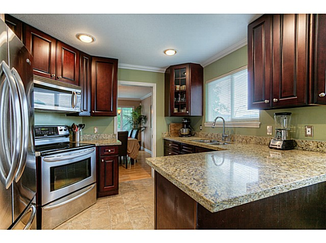 Photo 2: 10385 167TH Street in Surrey: Fraser Heights House for sale (North Surrey)  : MLS(r) # F1424302