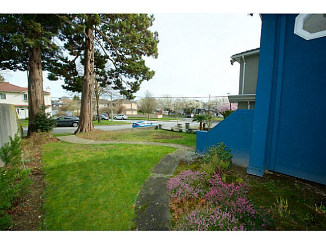 Photo 17: 2486 GALT Street in Vancouver: Collingwood VE House for sale (Vancouver East)  : MLS® # V1111193