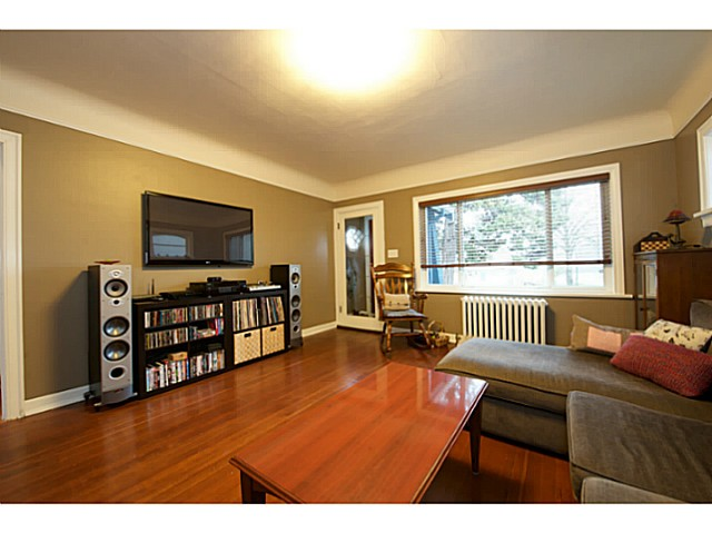 Photo 4: 2486 GALT Street in Vancouver: Collingwood VE House for sale (Vancouver East)  : MLS® # V1111193