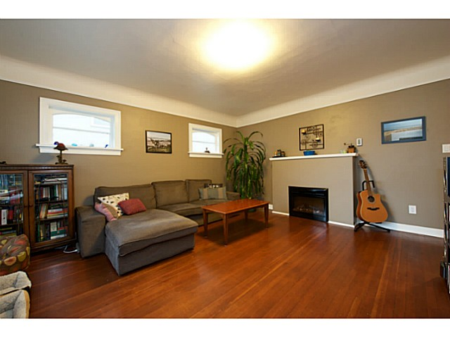 Photo 2: 2486 GALT Street in Vancouver: Collingwood VE House for sale (Vancouver East)  : MLS® # V1111193