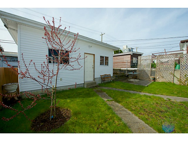 Photo 16: 2486 GALT Street in Vancouver: Collingwood VE House for sale (Vancouver East)  : MLS® # V1111193