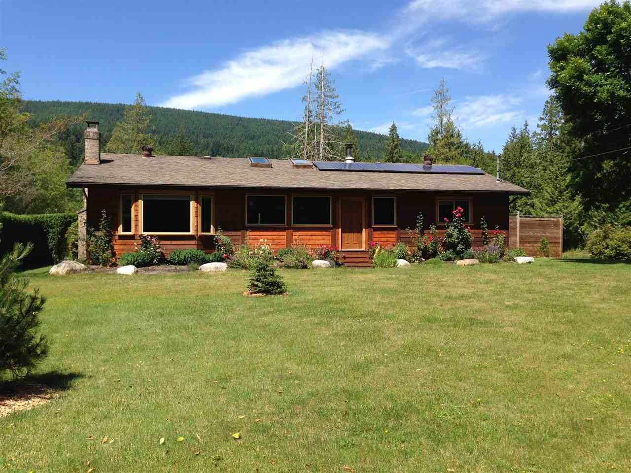Main Photo: 1552 BURTON Road in Gibsons: Gibsons & Area House for sale (Sunshine Coast)  : MLS® # R2119586