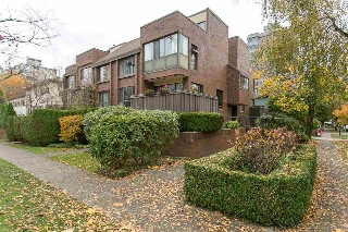 "Main Photo: 201 2195 W 40TH Avenue in Vancouver: Kerrisdale Townhouse for sale in ""The Diplomat"" (Vancouver West)  : MLS(r) # R2121682"