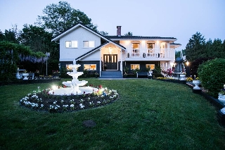 Main Photo: 9272 177 Street in Surrey: Port Kells House for sale (North Surrey)  : MLS(r) # R2170812