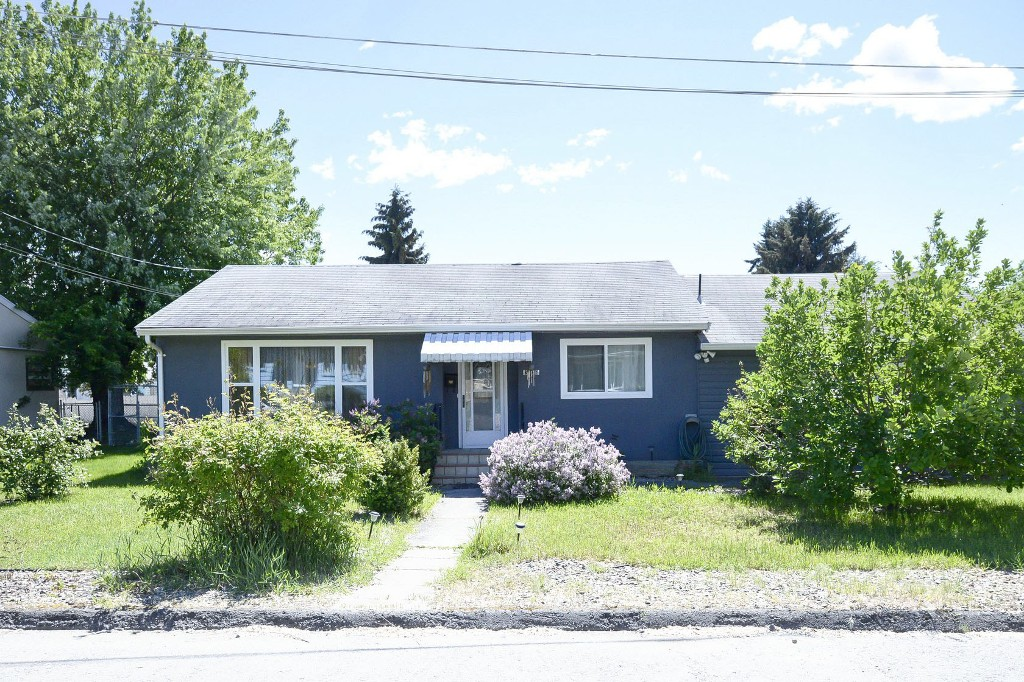 Photo 2: 3906 28th Avenue in Vernon: City of Vernon House for sale (North Okanagan)  : MLS® # 10116759