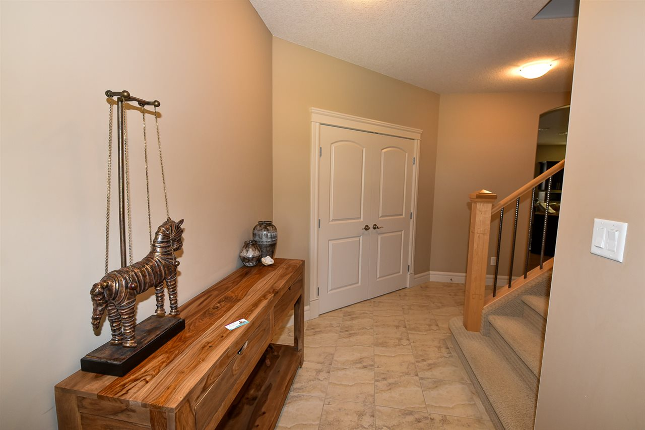 Large entry way to accommodate your family and all your guests