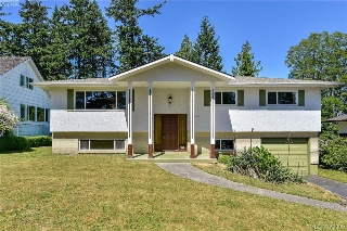 Main Photo: 1836 Grandview Drive in VICTORIA: SE Gordon Head Single Family Detached for sale (Saanich East)  : MLS® # 379909