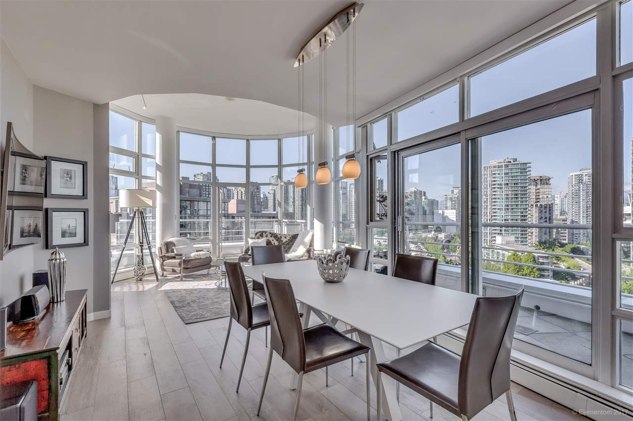 "Photo 5: 1702 189 DAVIE Street in Vancouver: Yaletown Condo for sale in ""AQUARIUS III"" (Vancouver West)  : MLS® # R2182364"