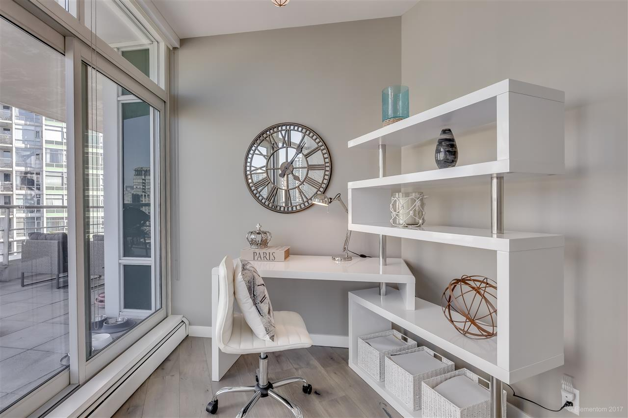 "Photo 4: 1702 189 DAVIE Street in Vancouver: Yaletown Condo for sale in ""AQUARIUS III"" (Vancouver West)  : MLS® # R2182364"