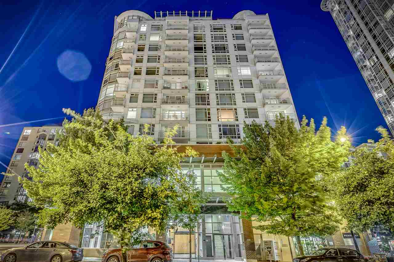 "Main Photo: 1702 189 DAVIE Street in Vancouver: Yaletown Condo for sale in ""AQUARIUS III"" (Vancouver West)  : MLS® # R2182364"