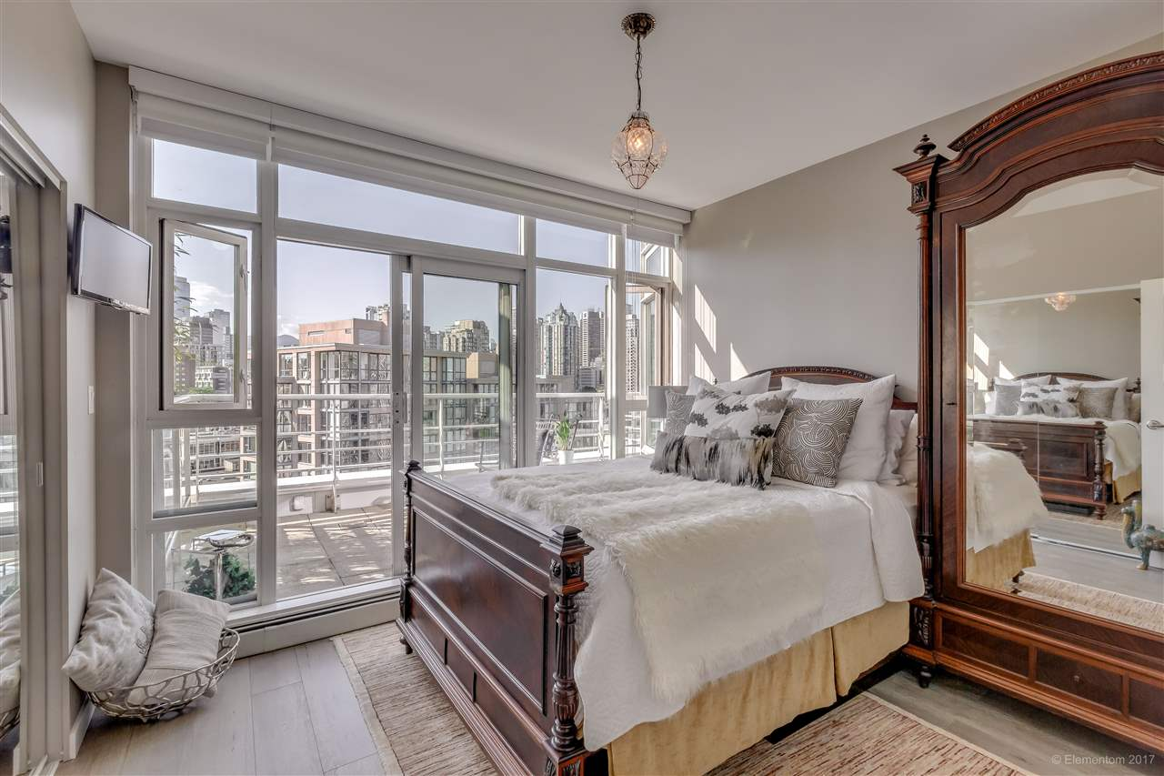 "Photo 10: 1702 189 DAVIE Street in Vancouver: Yaletown Condo for sale in ""AQUARIUS III"" (Vancouver West)  : MLS® # R2182364"