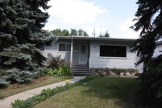 Main Photo: 8240 93A Avenue in Edmonton: Zone 18 House for sale : MLS® # E4076900