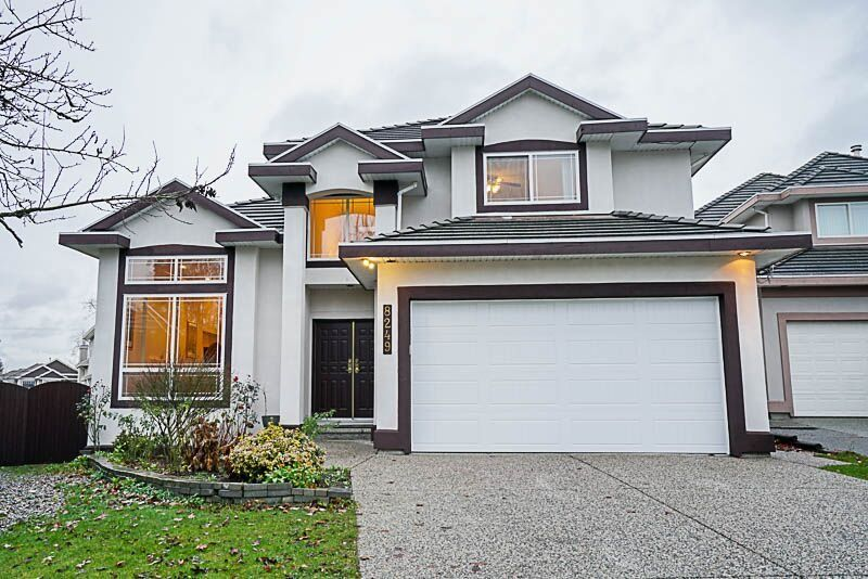 Photo 2: Photos: 8249 152A Street in Surrey: Fleetwood Tynehead House for sale : MLS® # R2225405
