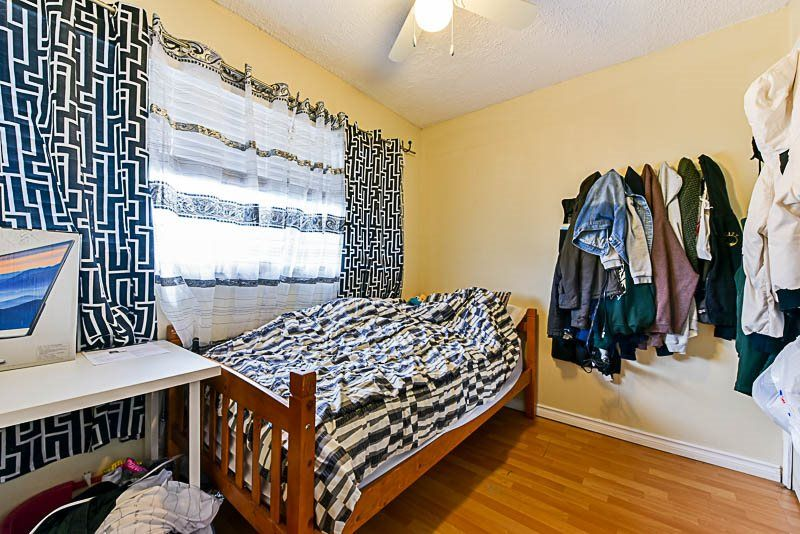 Photo 17: Photos: 10522 HOLLY PARK Lane in Surrey: Guildford Townhouse for sale (North Surrey)  : MLS® # R2237186