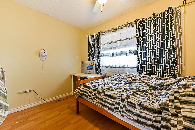 Photo 16: Photos: 10522 HOLLY PARK Lane in Surrey: Guildford Townhouse for sale (North Surrey)  : MLS® # R2237186