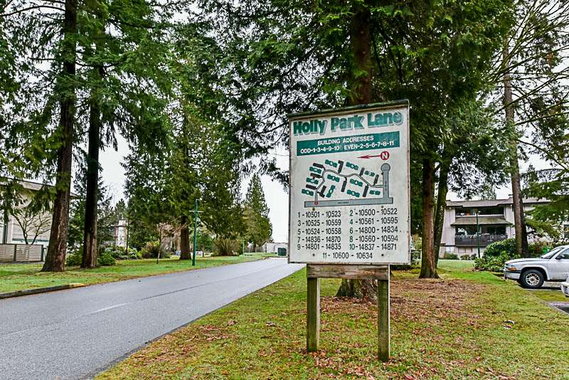 Photo 1: Photos: 10522 HOLLY PARK Lane in Surrey: Guildford Townhouse for sale (North Surrey)  : MLS® # R2237186