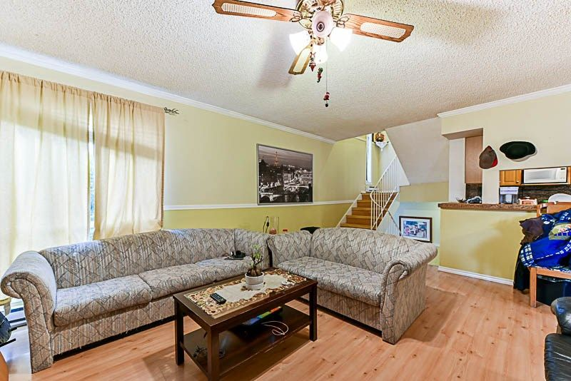 Photo 10: Photos: 10522 HOLLY PARK Lane in Surrey: Guildford Townhouse for sale (North Surrey)  : MLS® # R2237186