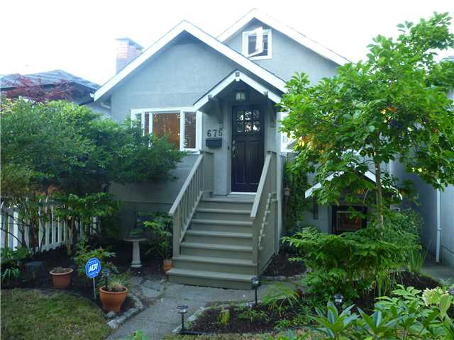 Main Photo: 675 E 31ST Avenue in Vancouver: Fraser VE House for sale (Vancouver East)  : MLS® # V907764