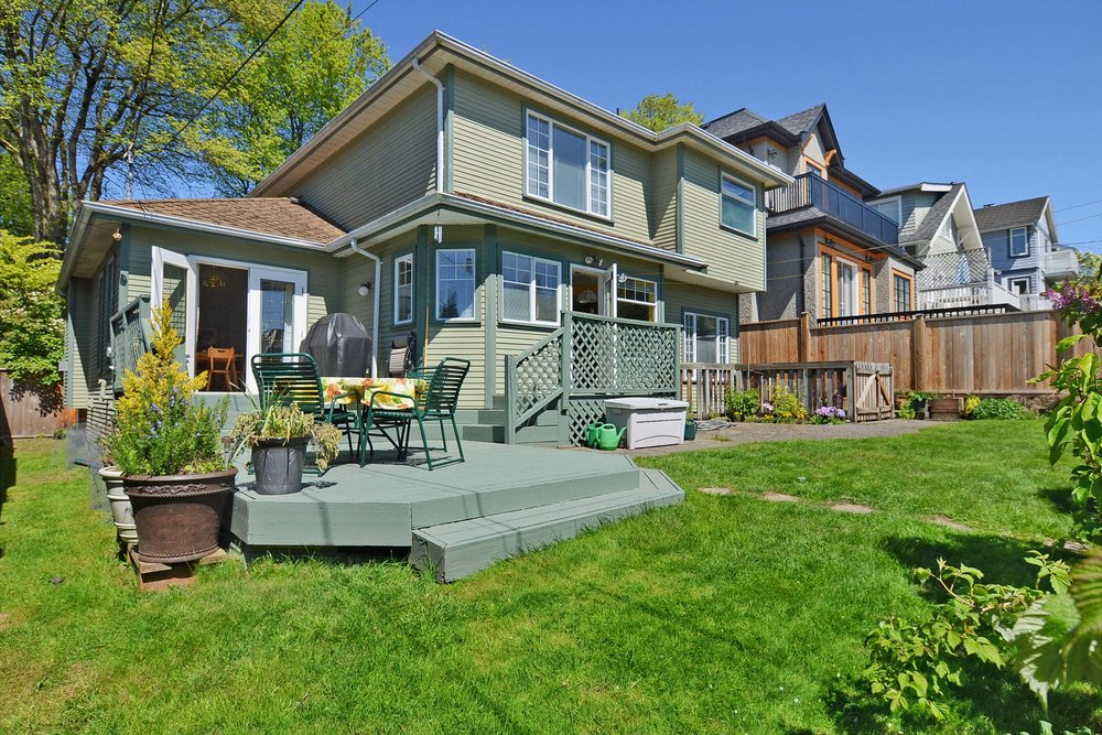 Photo 15: 4264 West 13th Avenue in Vancouver: Home for sale : MLS® # V1005313