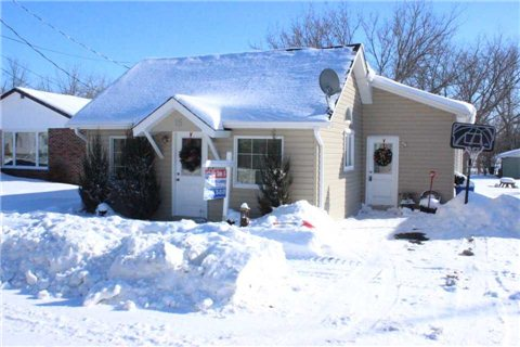 Main Photo: 15 Whiteside Street in Kawartha Lakes: Little Britain House (Bungalow) for sale : MLS(r) # X3104009