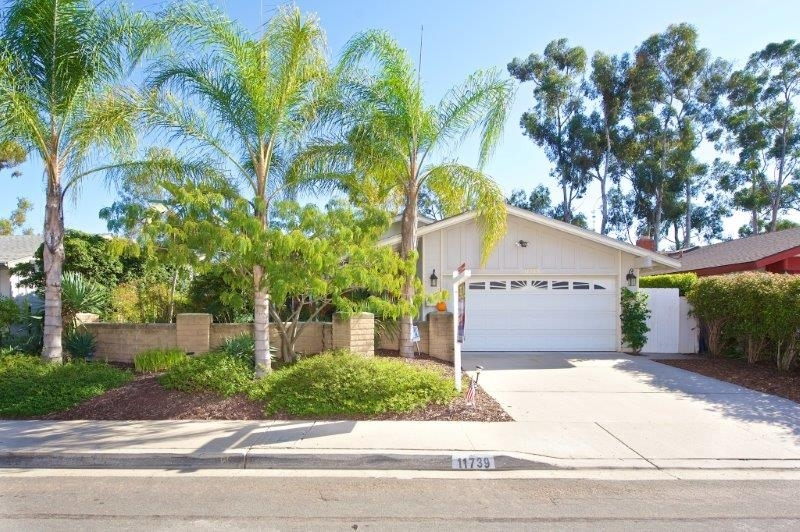 Main Photo: SCRIPPS RANCH House for sale : 3 bedrooms : 11739 La Colina Rd in San Diego