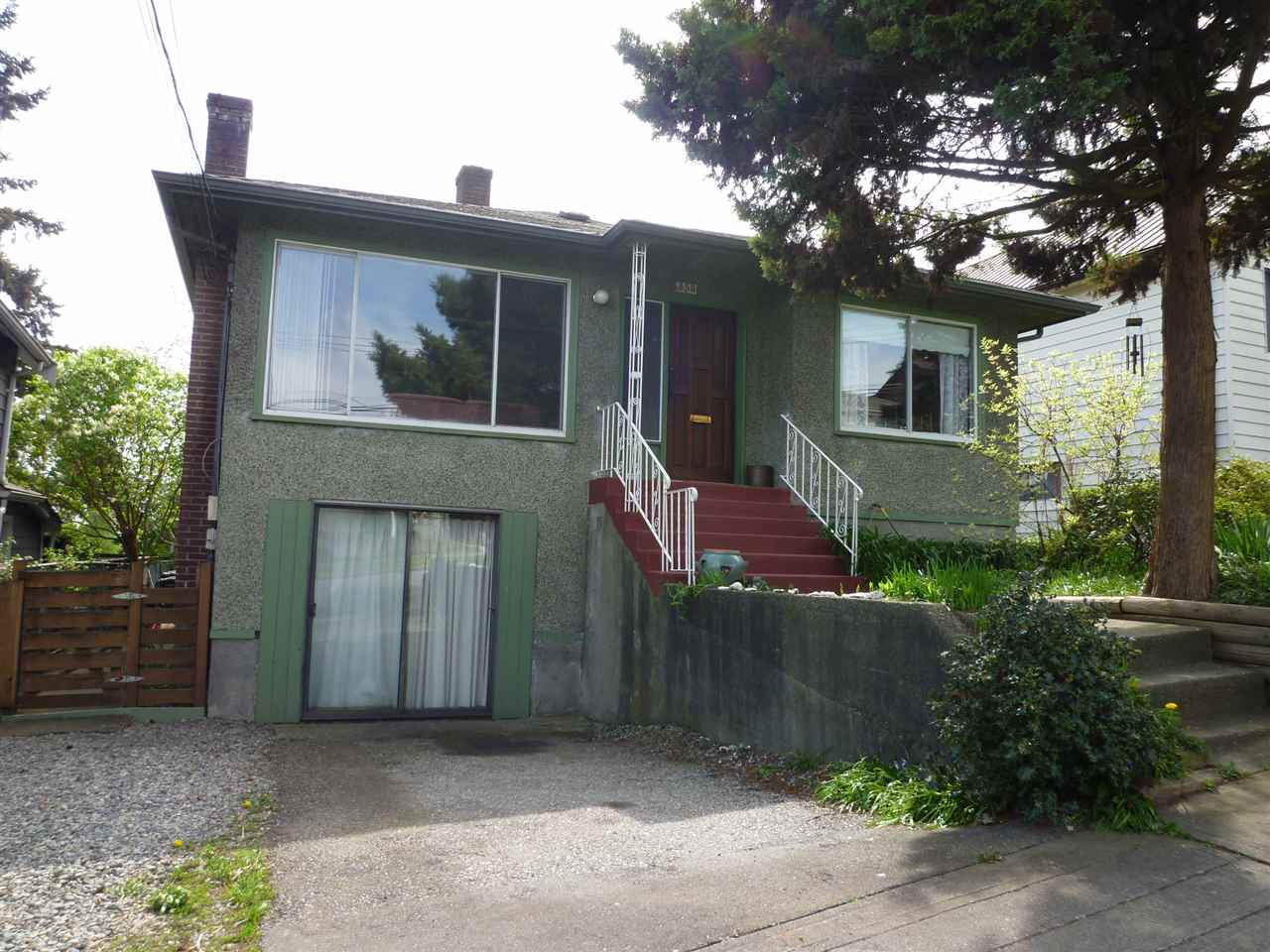 Main Photo: 350 ALBERTA Street in New Westminster: Sapperton House for sale : MLS® # R2055725