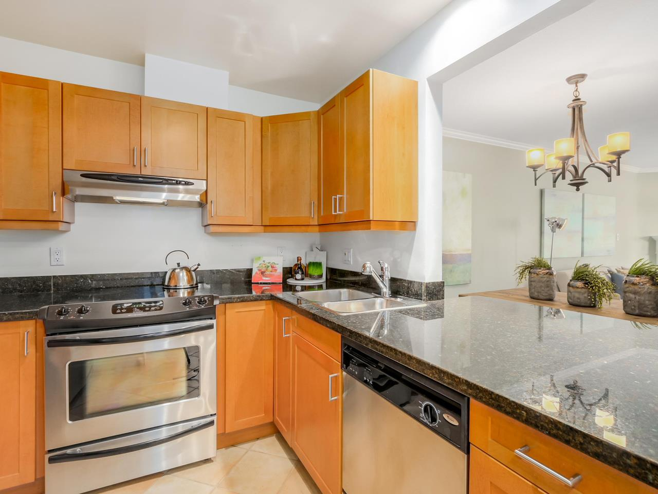 "Photo 8: 312 555 W 14TH Avenue in Vancouver: Fairview VW Condo for sale in ""CAMBRIDGE PLACE"" (Vancouver West)  : MLS(r) # R2076585"