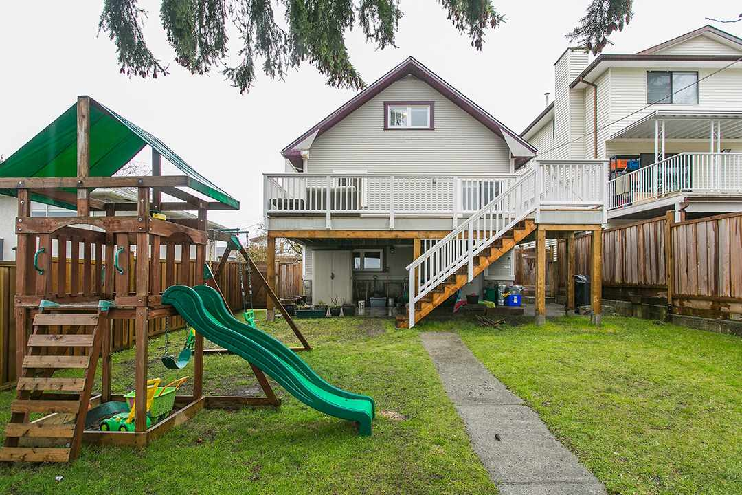 Photo 17: 457 E 11TH Street in North Vancouver: Central Lonsdale House for sale : MLS(r) # R2146302